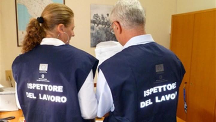 Integra reato la condotta del datore di lavoro che omette l'esibizione di specifici documenti richiesti dall'Ispettorato del Lavoro.