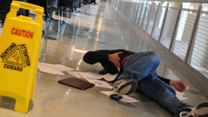 Tutela INAIL: occasione di lavoro è anche l'incidente occorso durante uno spostamento all'interno del luogo di lavoro.